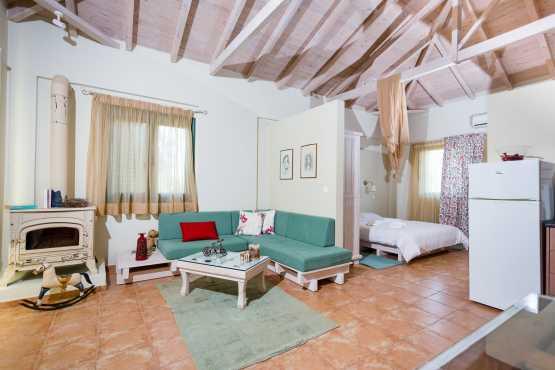 chimera accommodation chamaloni studios Finikounda